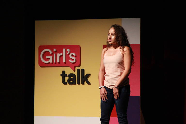 Evelinn fala no painel Girl's Talk