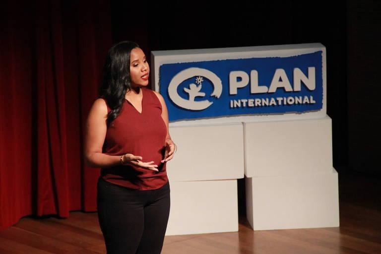 Luciana Santos fala no painel Girl's Talk durante o Fiis