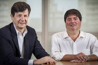 Pedro Moreira Salles e Roberto Setubal em escritório do Itaú Unibanco em SP