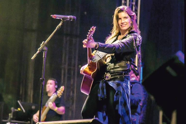 A cantora Lucyana Villar faz show no Bar Brahma