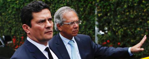 RIO DE JANEIRO . 1.11.18. Sergio moro e Paulo Guedes aparecem em portaria do condomínio de Bolsonaro após reunião com o presidente eleito, em que o juiz aceitou o convite para o ministério da justiça. Ian cheibub/folhapress ORG XMIT: AGEN1811011116281089