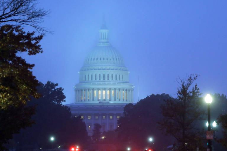 O Capitólio, que abriga o Congresso americano, no amanhecer desta terça-feira (6), dia das eleições legislativas nos EUA