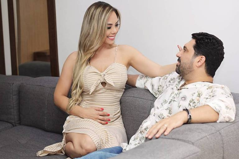 Edson e Deia Cypri comemoram a primeira gravidez do casal