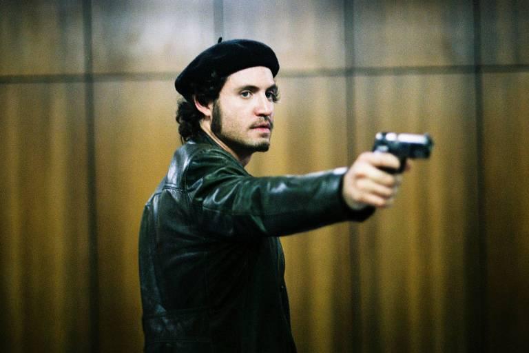 O ator Edgar Ramírez, que interpreta o terrorista venezuelano no filme 'Carlos, o Chacal'