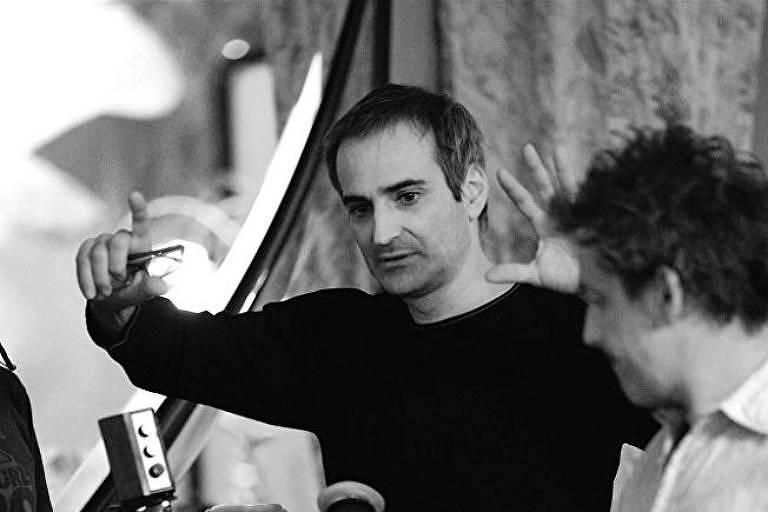 O diretor Olivier Assayas e o ator Edgar Ramírez nas filmagens de 'Carlos, o Chacal'