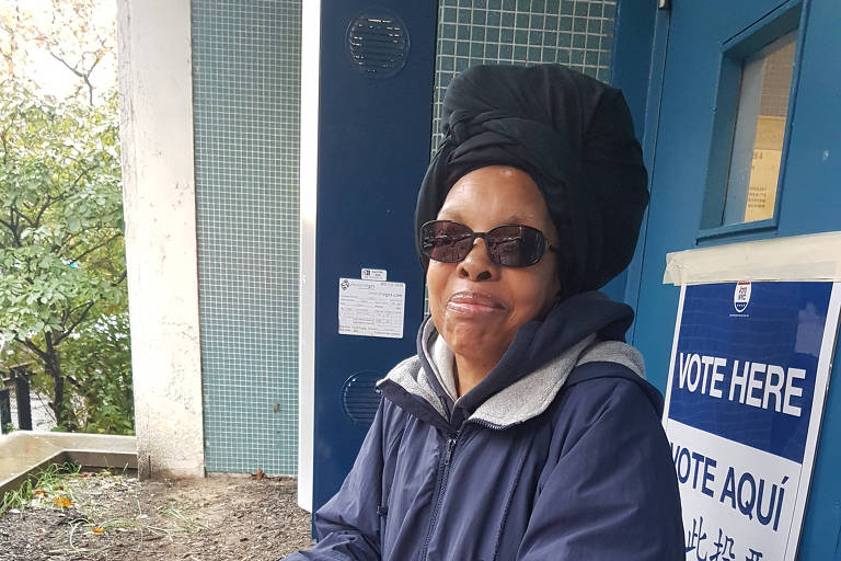 Elis Norris, 76, após votar em um colégio em Nova York; ela está pessimista com o futuro da política americana
