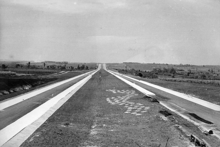 Quando foi aberta em 1968, a rodovia Castello Branco tinha capacidade para 40 mil veículos por dia no trecho entre São Paulo e Sorocaba