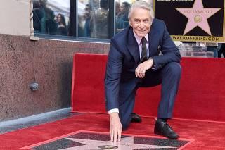 f6865c9376b Michael Douglas ganha estrela na Calçada da Fama e repete feito de seu pai