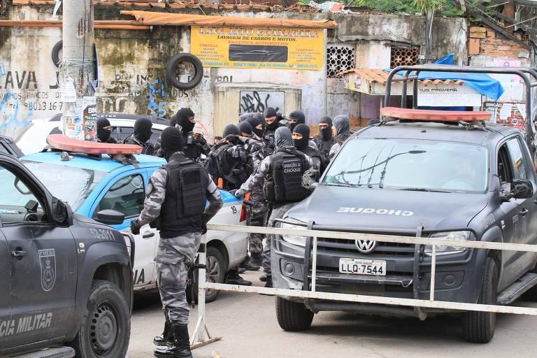 Policiais do Bope fazem operação nesta terça (6) no Complexo da Maré, no Rio de Janeiro