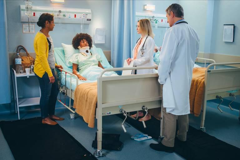 """Cena do seriado """"Confissões Médicas"""", da Netflix"""