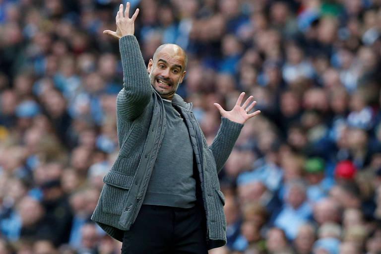 Guardiola gesticula durante goleada do Manchester City sobre o Southampton, pelo Campeonato Inglês