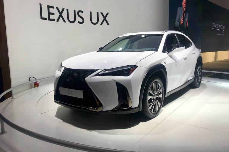 Lexus lança o utilitário híbrido UX no Salão do Automóvel de São Paulo