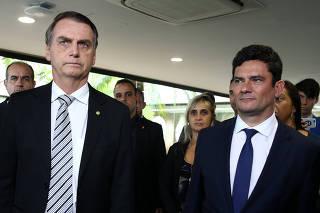 Jair Bolsonaro, ao lado de Sergio Moro, antes de ele começar a atuar como ministro