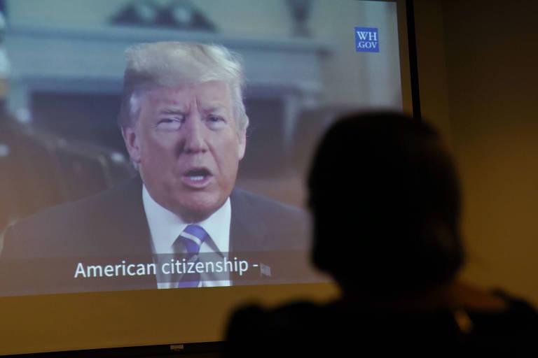 Imigrante de El Salvador assiste a discurso de Trump sobre políticas de imigração