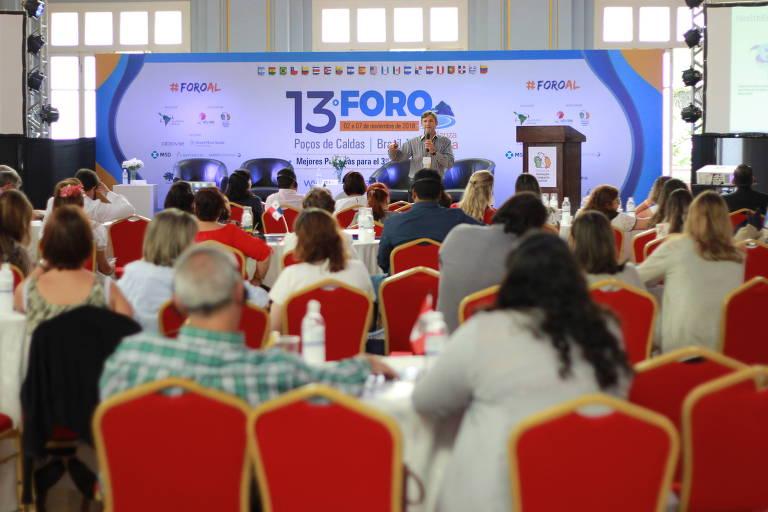 Participantes do Fórum de Melhores Práticas para o Terceiro Setor acompanham painel Construindo Convergências para a Garantia do Impacto Social durante o Fiis