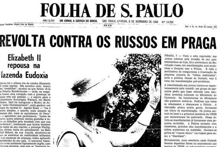 Manchete da Folha fala sobre os protestos feitos na Tchecoslováquia no dia em que é lembrada a Revolução Russa