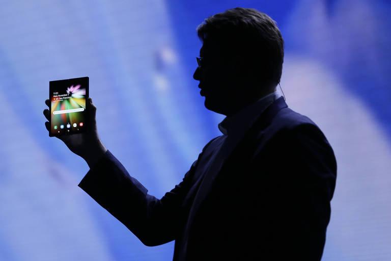 Samsung apresenta seu primeiro protótipo de celular dobrável