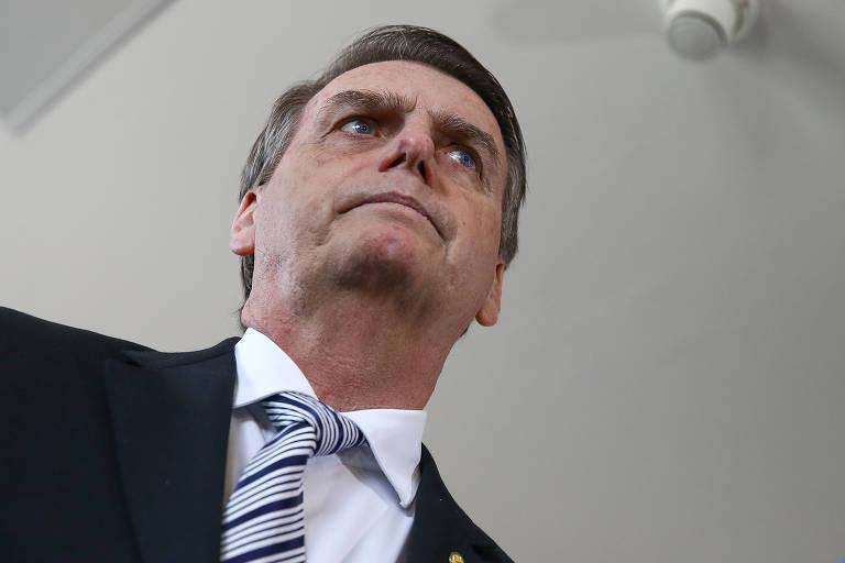 O presidente eleito Jair Bolsonaro (PSL) fala com a imprensa após almoço com o presidente do STJ, João Otávio de Noronha, em Brasília