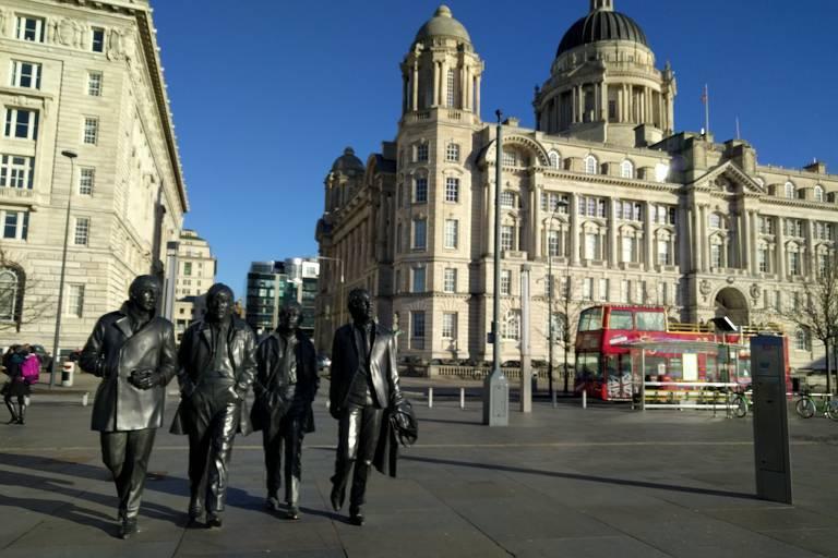 Estátua dos Beatles localizada ao final da Brunswick Street, às margens do rio Mersey, em Liverpool