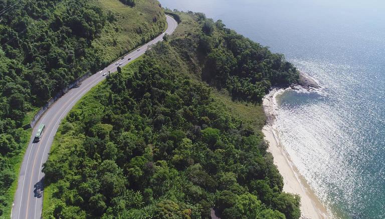 Cinco estradas no Brasil que valem a vista