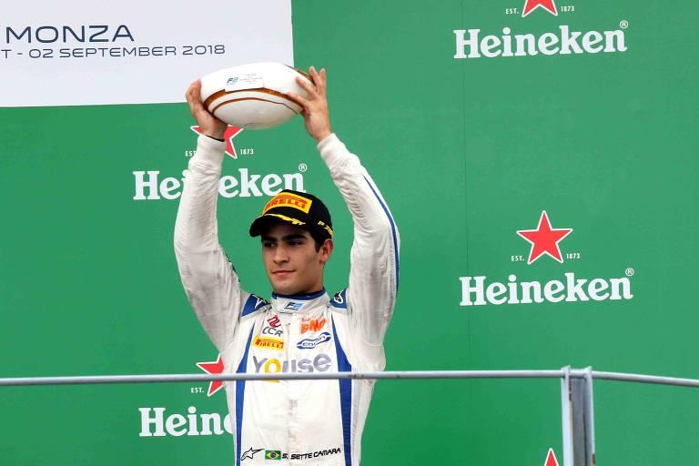 No Circuito Nacional de Monza na Itália, Sergio Sette Câmara comemora o terceiro lugar da prova.