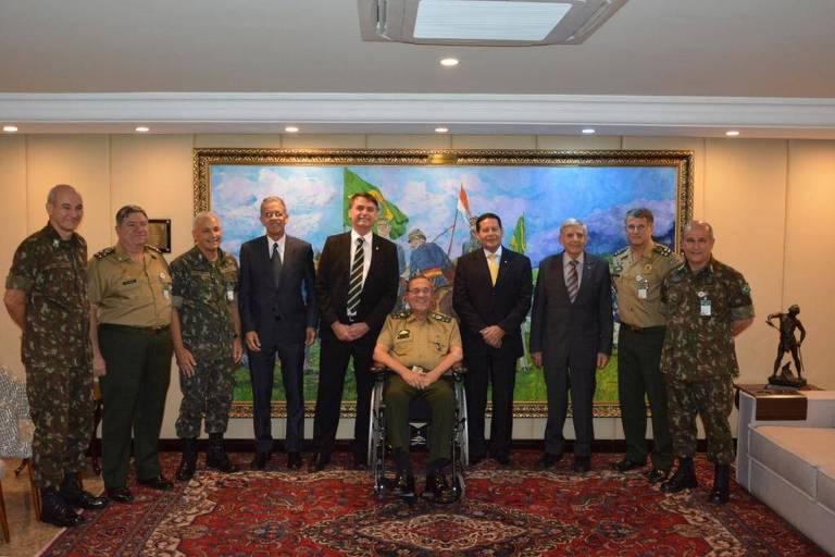 Jair Bolsonaro, com seu vice Mourão, se reuniu com generais em Brasília