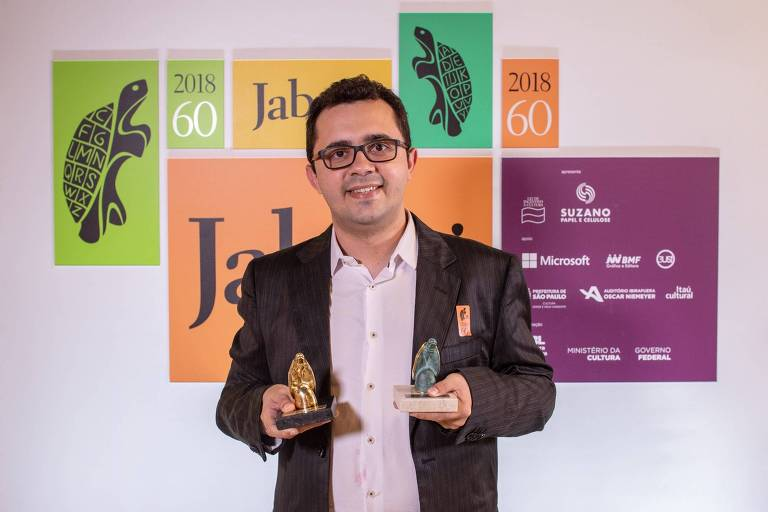 O escritor Mailson Furtado Viana, vencedor do Prêmio Jabuti na categoria livro do ano