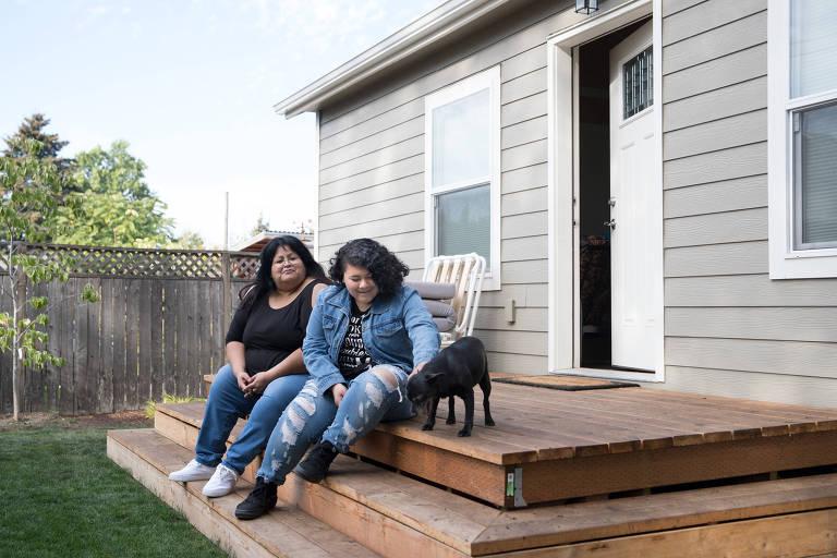 Sherry Mesa (esq.) e sua sobrinha, Sobeyda