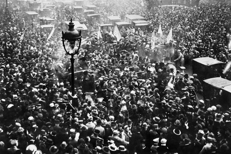 Comemoração em Paris em 11 de novembro de 1918, dia do fim da Primeira Guerra