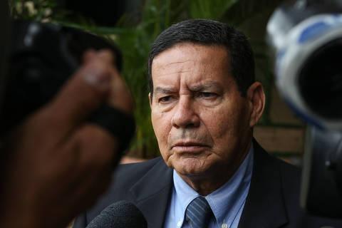 Vice de Bolsonaro viajou em aeronave de empresário e não declarou ao TSE