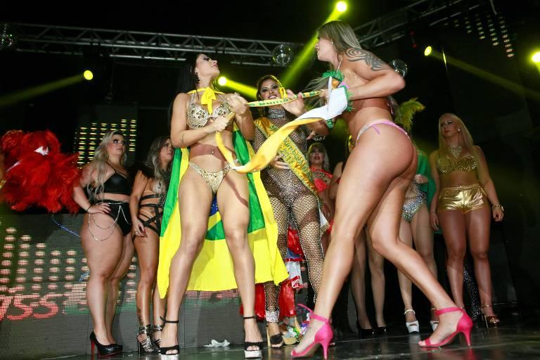 A candidata Aline Uva briga com Ellen Santana no Miss Bumbum 2018