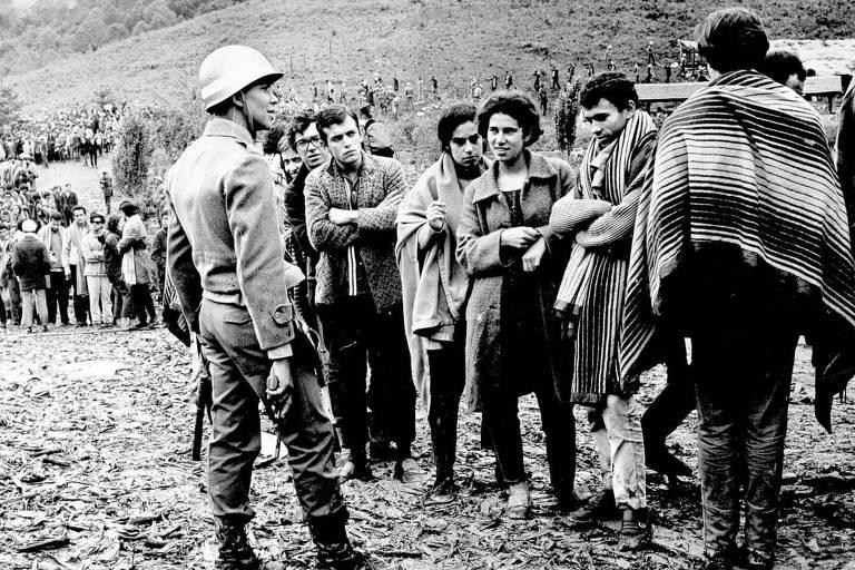 Livro reconta invasão da polícia a congresso da UNE com Dirceu e Genoino em 68