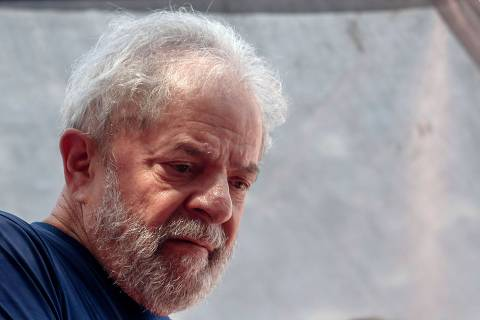 (FILES) In this file photo taken on April 07, 2018 Brazilian ex-president (2003-2011) Luiz Inacio Lula da Silva gestures during a Catholic mass in memory of his late wife Marisa Leticia, at the metalworkers' union building in Sao Bernardo do Campo, in the metropolitan area of Sao Paulo, Brazil. - Lula da Silva, who serves a sentence for corruption in Curitiba, will be interrogated on November 14 in relation to another case of the Car Wash (Lava Jato) investigation in which he is accused of corruption and laundering. (Photo by Miguel SCHINCARIOL / AFP)