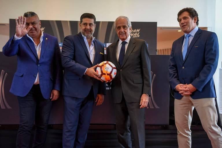 Presidentes da AFA (Associação do Futebol Argentino), do Boca, do River e da Conmebol concederam entrevista coletiva nesta sexta (9), em Buenos Aires