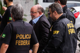 Leo Pinheiro chega a sede da PF