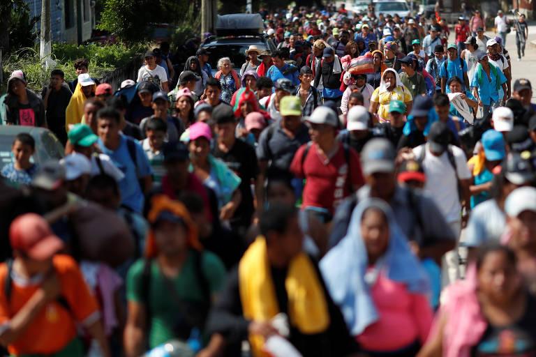 Caravana migrante se divide, e centenas deixam capital do México rumo aos EUA