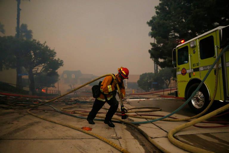 Incêndios que atingem a Califórnia deixam mortos e milhares de desabrigados