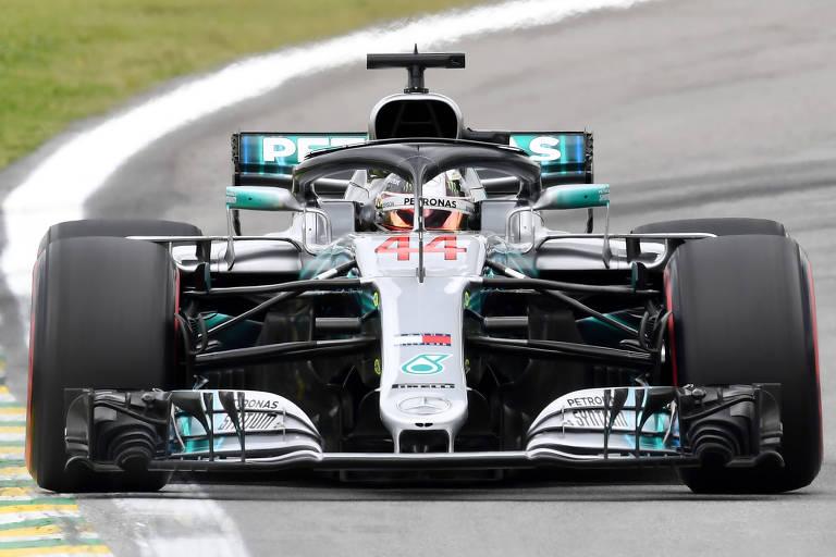 Hamilton no circuito de Interlagos na tarde deste sábado (10).