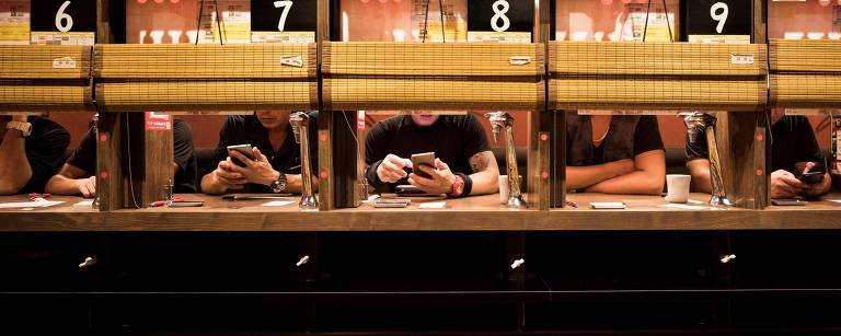 No Japão, cresce o consumo de produtos e serviços por clientes sozinhos
