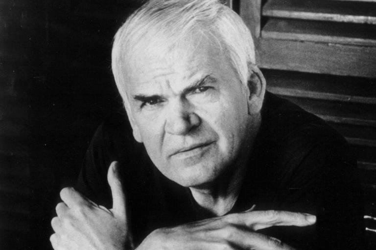 O escritor Milan Kundera, em foto sem data