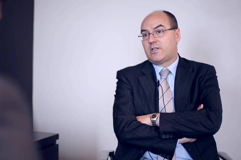 Professor Giovanni Orsina, italiano, especialista na ascensão do governo Berlusconi.