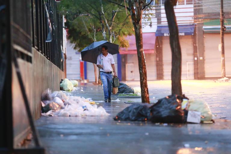 Ruas viram lixão no Brás e Pari