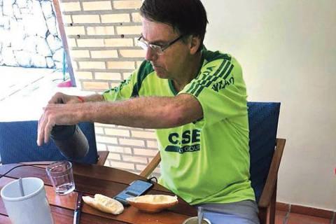 Bolsonaro se apresenta como o homem comum que triunfou