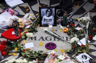 Foto de ex-Beatle John Lennon no Central Park, em Nova York
