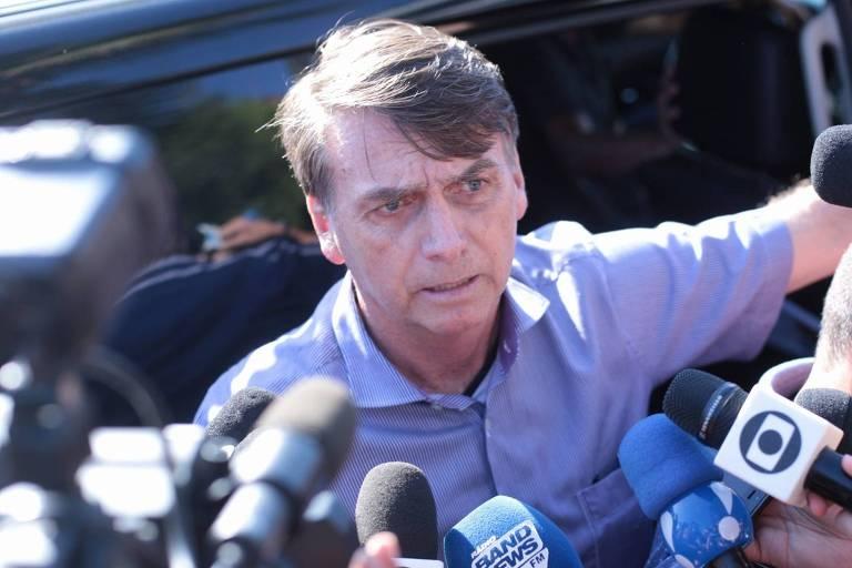 O então presidente eleito, Jair Bolsonaro (PSL), fala com a imprensa no Rio de Janeiro