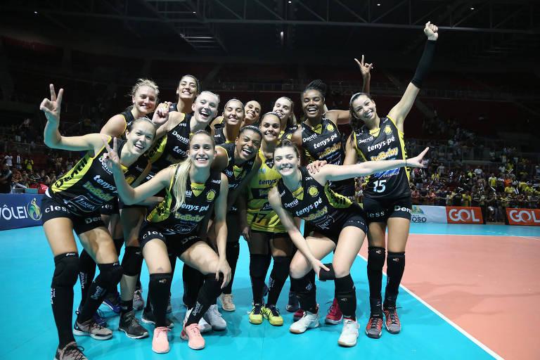 O time do Dentil Praia Clube na Supercopa de vôlei feminino deste ano