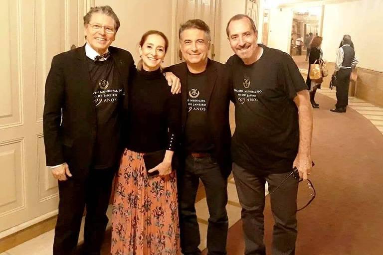 A partir da esq., o presidente exonerado do Municipal Fernando Bicudo, a bailarina Ana Botafogo, o vice-presidente Aldo Mussi e o novo presidente, Ciro Pereira Silva