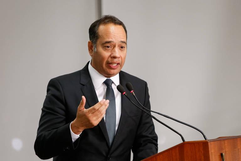 O Ministro do Esporte, Leandro Cruz, discursando.