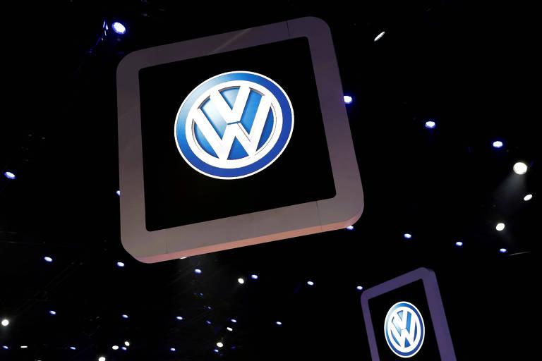 Logo da Volkswagen no Salão de Automóveis