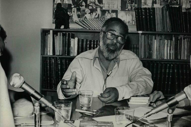 O ativista, jornalista, escritor, poeta e pintor Abdias do Nascimento (1914-2011) militou na Frente Negra Brasileira, criou o Teatro Experimental do Negro, foi deputado federal e senador e autor do primeiro projeto de lei de políticas afirmativas do país.